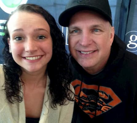 A photo of Taylor Mayne Pearl Brooks and her father Garth Brooks
