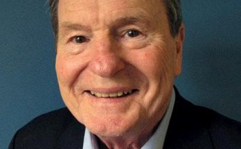 A photo of Jim Lehrer